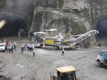 Tunnel drilling machine